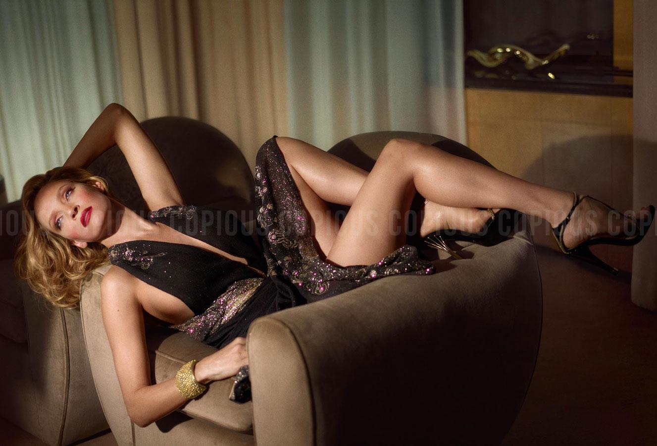 фото две нимфы на диване